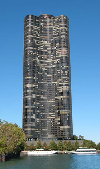 Lake Point Tower, 505 North Lake Shore Drive, Chicago, Illinois, USA. Architect: John Heinrich, George Schipporeit. Архитекторы: Шиппорет, Хеинрих. Чикаго (шт. Иллинойс)