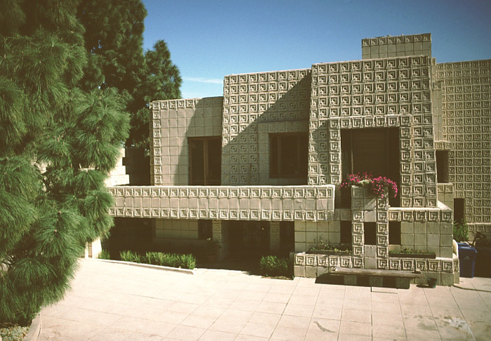 Фрэнк Ллойд Райт (Frank Lloyd Wright): Charles Ennis House, Los Angeles, California (Дом Чарлза Энниса, Лос-Анджелес, Калифорния), 1923—1924